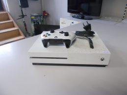 Microsoft Xbox One S (Slim) 500GB Játékkonzol jótállással, főkép