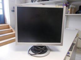 Samsung SyncMaster 913N Monitor jótállással, főkép