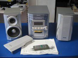 Panasonic SA-PM11 Mini-hifi AM / FM  5 CD-váltós kazettás sztereó rendszer távirányítóval., főkép