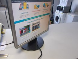 LG L1750SQ 17 colos LCD monitor jótállással, főkép
